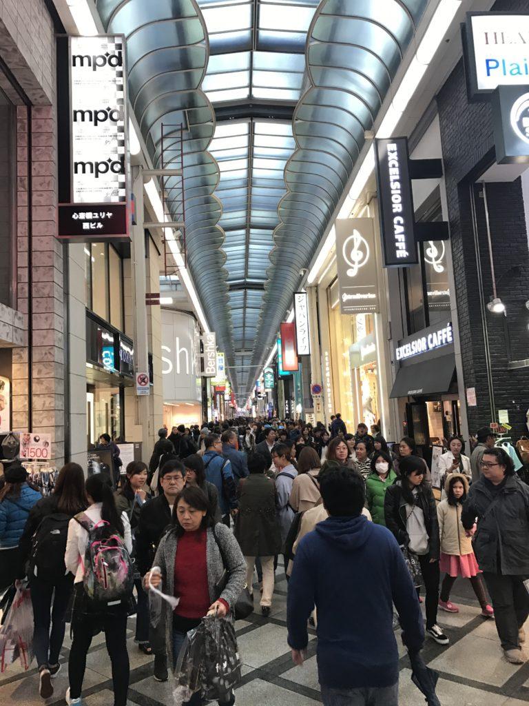 img 0104 768x1024 Osaka (1/3) : orgie alimentaire, cerisiers précoces, pluie, et shopping