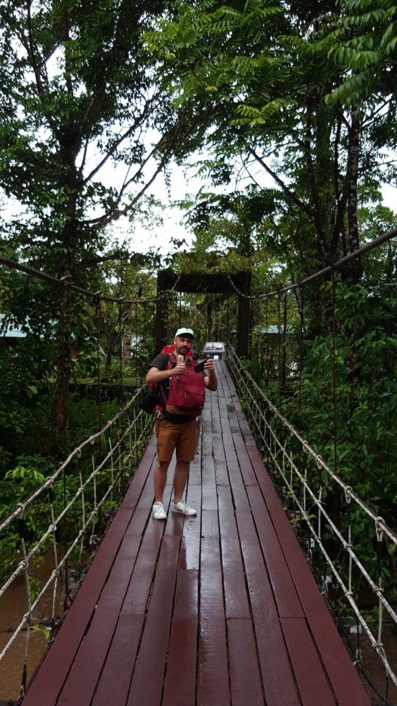 entreeparc 576x1024 Mulu National Park ou Les Dupond et Dupont au pays des sangsues