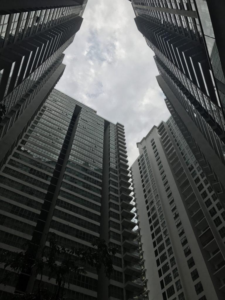 img 2442 768x1024 Kuala Lumpur : mauvais départ, twin towers et cocktails