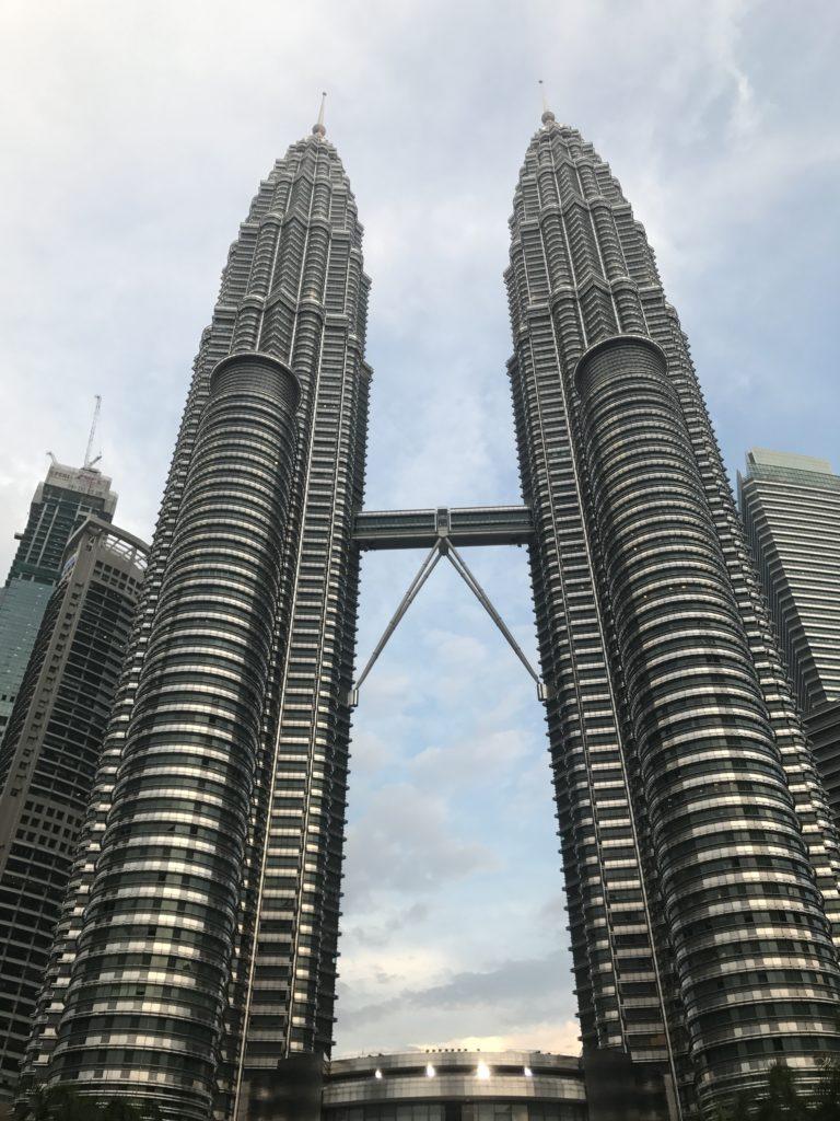 img 2470 768x1024 Kuala Lumpur : mauvais départ, twin towers et cocktails