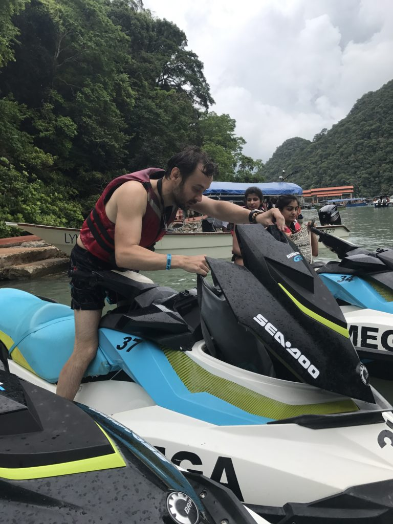 img 3163 768x1024 Langkawi : plages, jetski et chicha