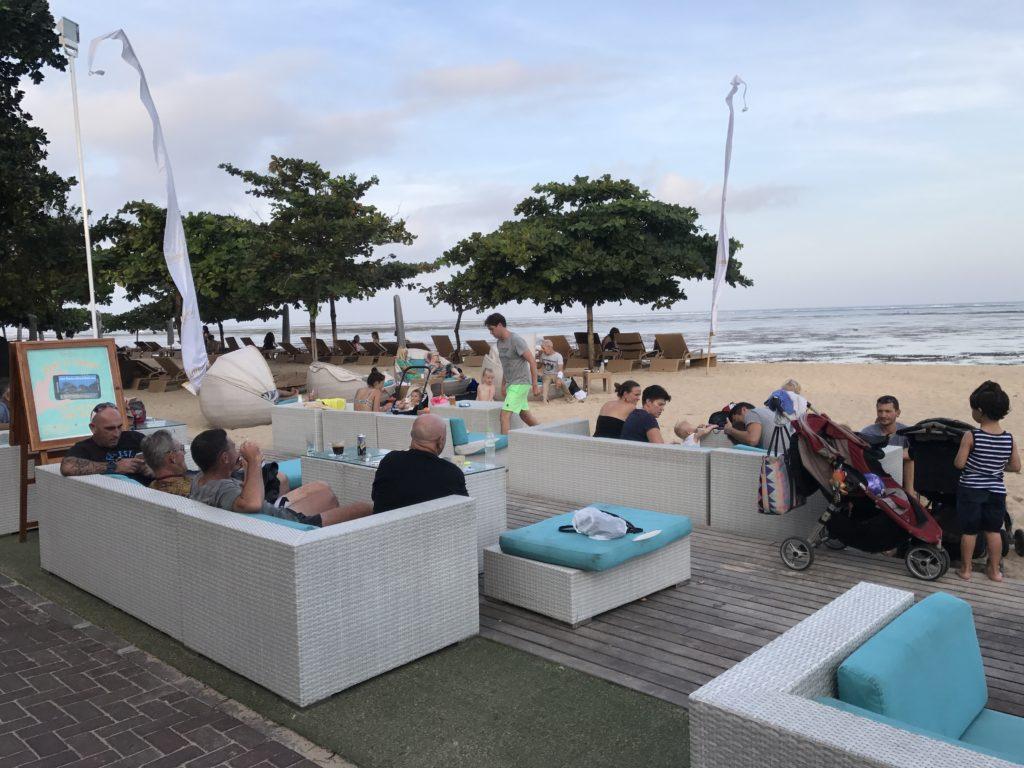 img 5067 1024x768 Sanur et Komune Beach : farniente, plages de sable noir, et (family) karaoké