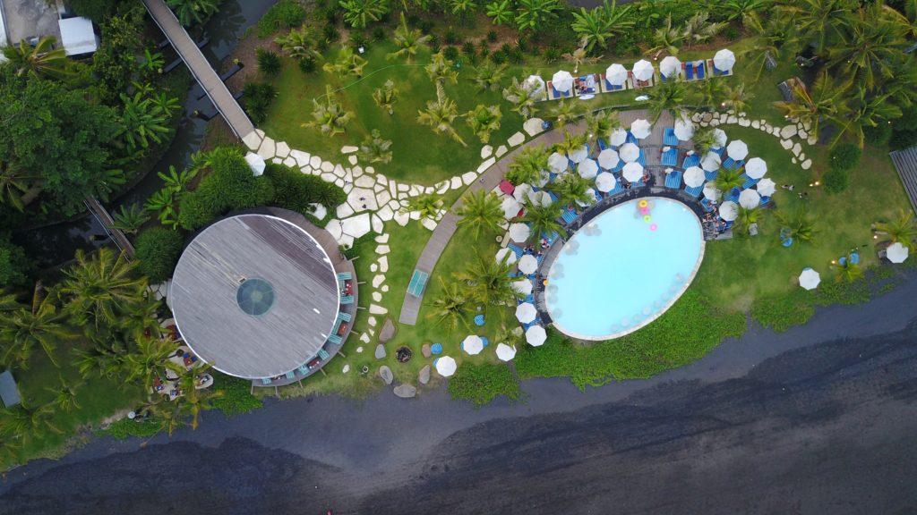 img 5137 1024x576 Sanur et Komune Beach : farniente, plages de sable noir, et (family) karaoké