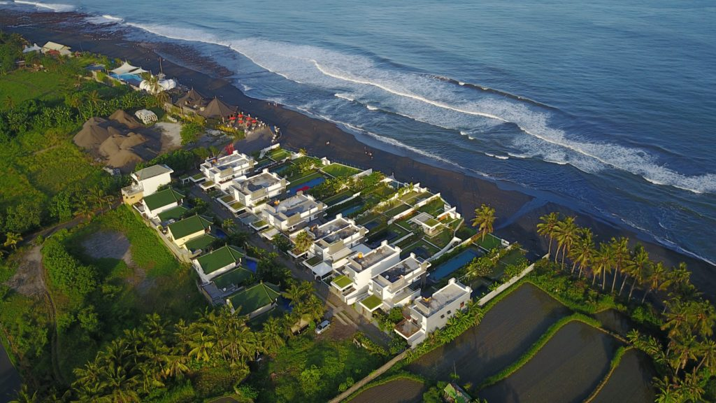 img 5146 1024x576 Sanur et Komune Beach : farniente, plages de sable noir, et (family) karaoké