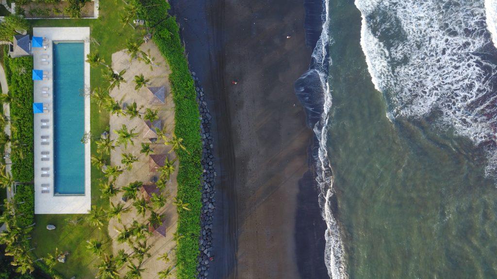 img 5150 1024x576 Sanur et Komune Beach : farniente, plages de sable noir, et (family) karaoké