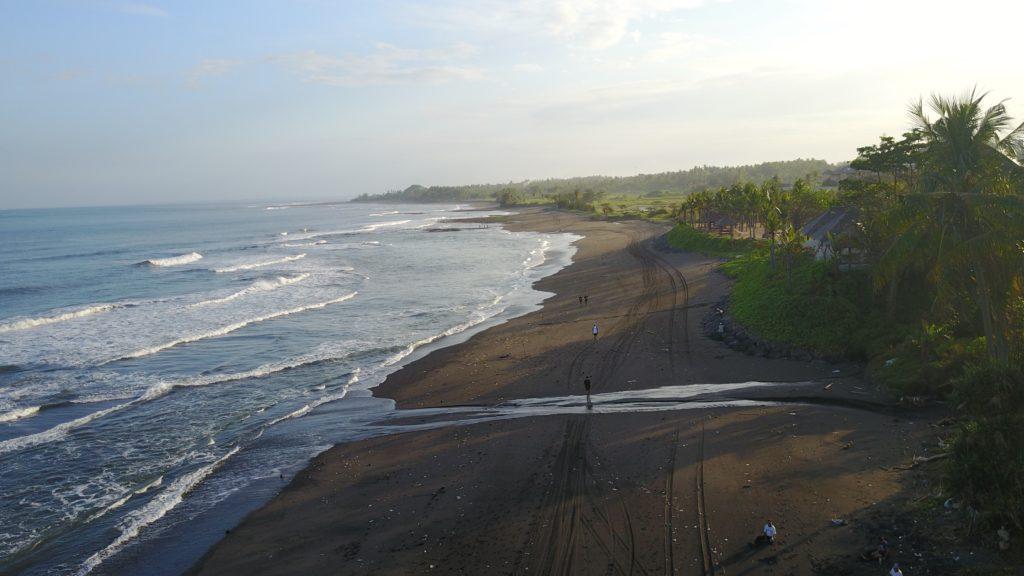img 5152 1024x576 Sanur et Komune Beach : farniente, plages de sable noir, et (family) karaoké