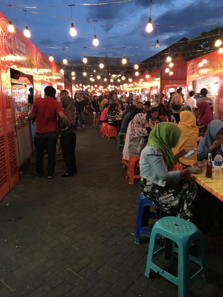 img 5650 768x1024 Manado, Bunaken : street food, snorkeling et bar reggae