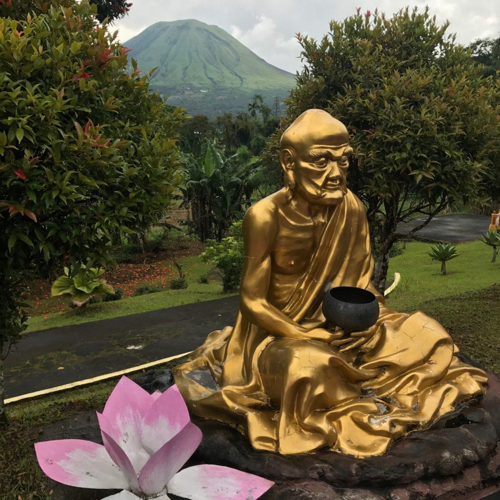 img 6528 1024x1024 Tomohon : lacs et collines de soufre, marché extrême et harmonie religieuse