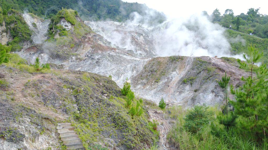 img 6620 1024x576 Tomohon : lacs et collines de soufre, marché extrême et harmonie religieuse